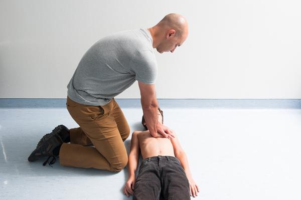 comment pratiquer un Massage cardiaque - 3