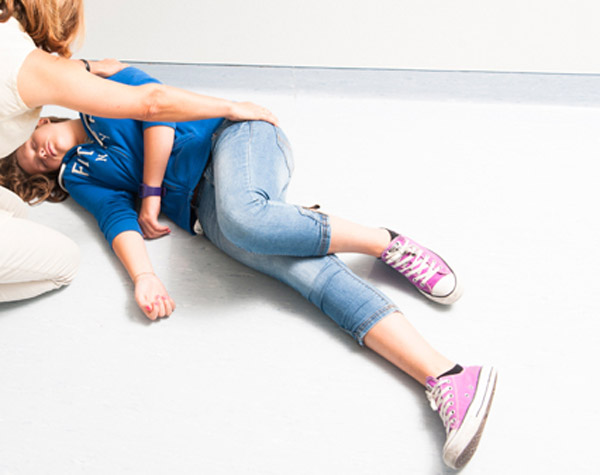 comment placer un enfant en Position latérale de sécurité - 2
