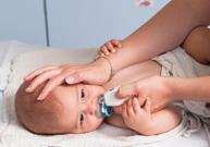 déboucher le nez, aspiration des secrétions nasales, mouche-bébé, rhume, sérum physiologique