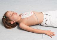 défibrillateur automatique, arrêt cardiaque, patch,choc électrique,massage cardiaque,respiration artificielle